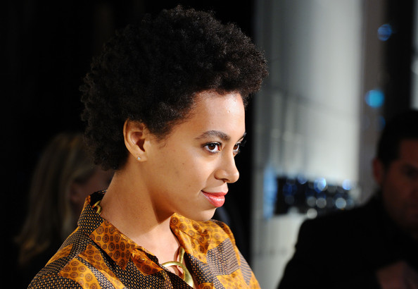 Solange+Knowles+Short+Hairstyles+Short+Curls+OI3in29ANa9l